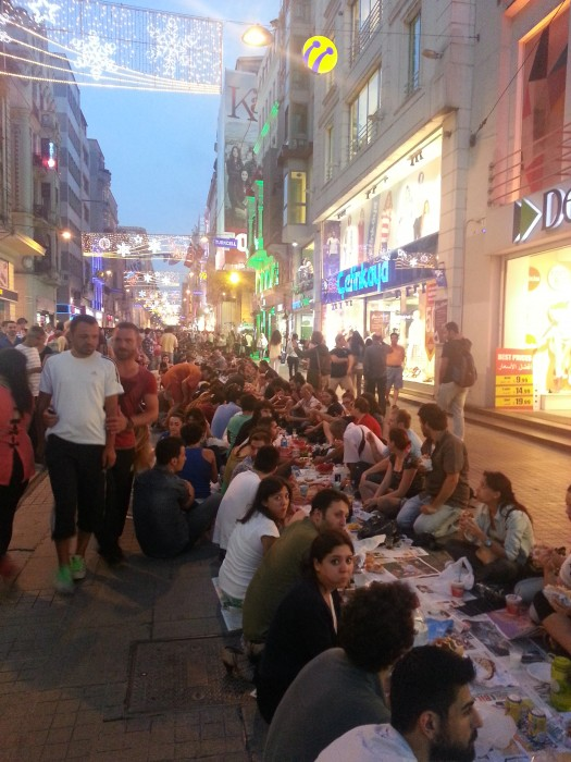 Protest-Iftar