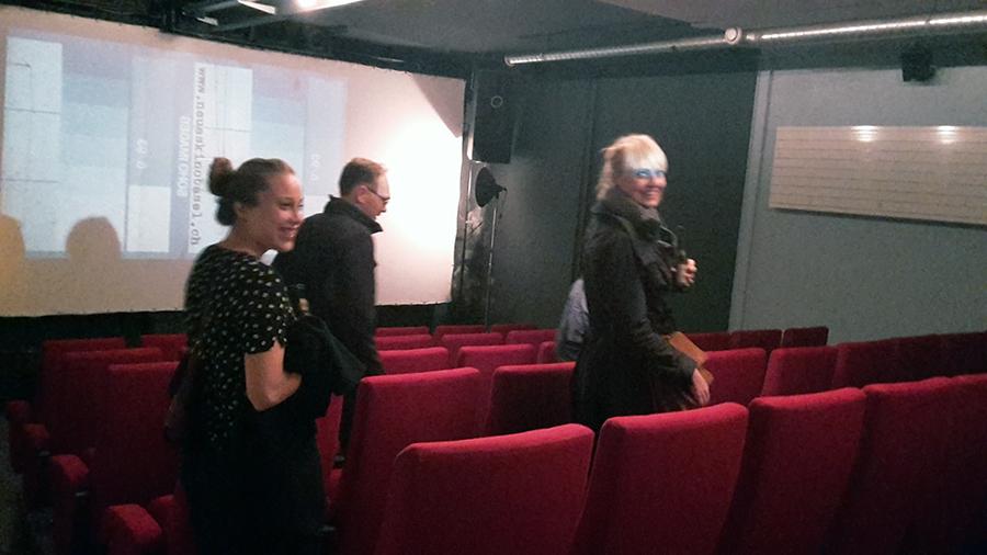 Solch bequeme Sessel steigern die Vorfreude auf den griechischen Filmimport enorm.