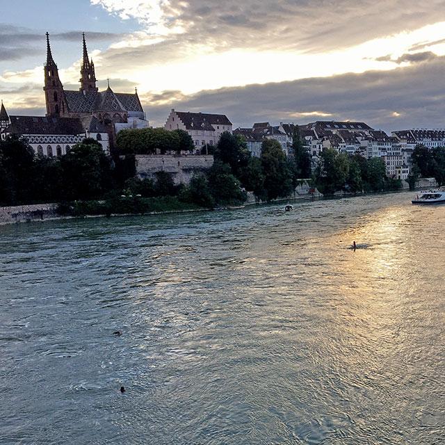 Blick von Wettsteinbrücke auf Rhein und Münster