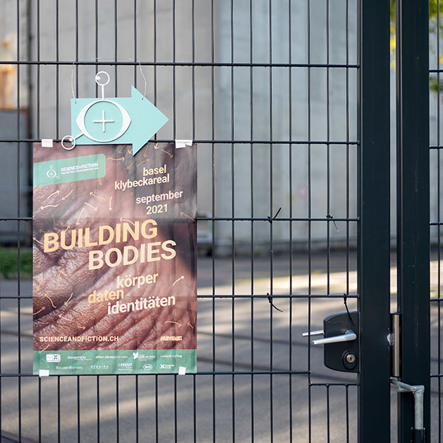 aufgehängtes Plakat «Building Bodies»